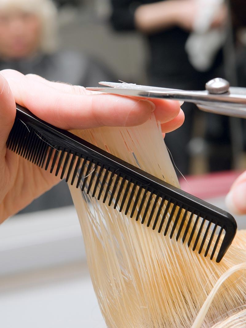 spuntare i capelli: trucchi e consigli
