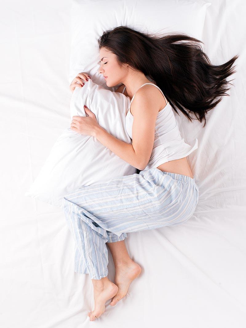 Cpme dormire senza spettinare i capelli